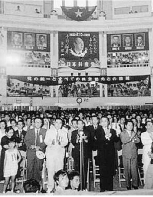"""1955年日共""""六全協"""",決議此前以學生為主體的""""武裝鬥爭"""" 是""""極左冒險主義"""",並開始全面走向議會改良主義。"""