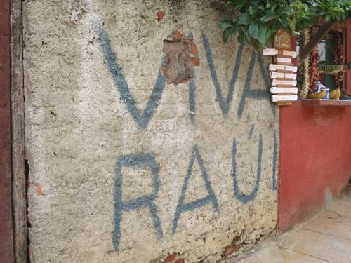 千里達街頭一面牆上:「勞爾萬歲」