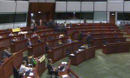 2015年6月18日,香港立法會表決政改方案前夕,建制派議員集體離場(來源:RTHK)
