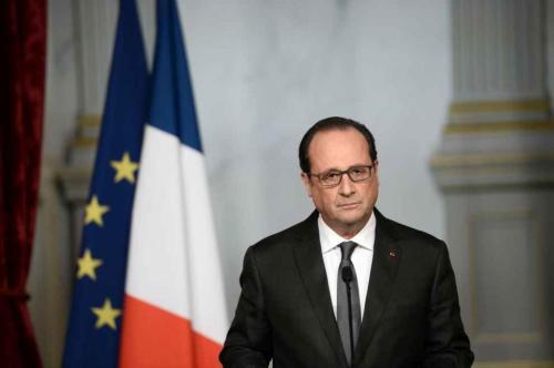 2015年11月13日晚巴黎多發恐怖襲擊後,法國總統奧朗德宣布全國進入緊急狀態。(網絡圖片)
