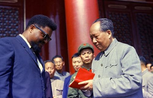 毛澤東在天安門城樓上接見羅伯特·威廉