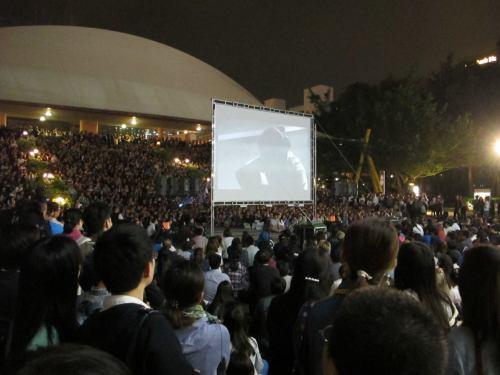 2016年4月1日沙田大會堂門前空地放映《十年》的場面。(茵)